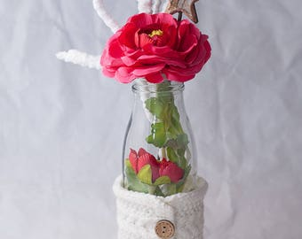 Christmas table décor in white and pink - floral arrangement with artificial flowers