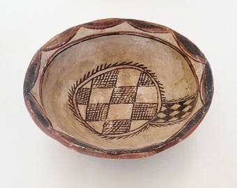 Plate Kabyle/Berber dating from the late 19th century or early 20th century.