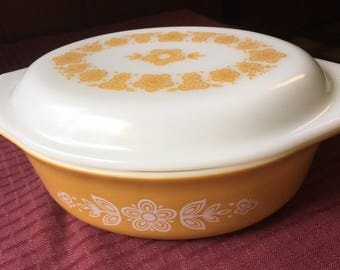 Vintage Pyrex Gold Butterfly 1 1/2 qt Covered Casserole with Pattern Lid 943 C36