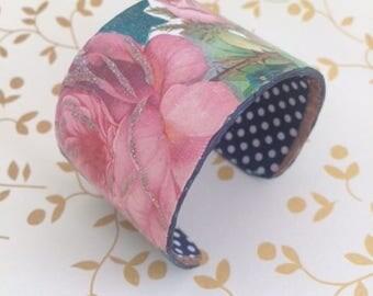 "Bracelet ""Beautiful pink"" cuff in cardboard and fabric"