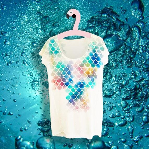 Mermaid t-shirt - Mermaid top hand painted - Sea top - Shell nautical beach summer - The little mermaid Ariel - Trend womens fashion gift