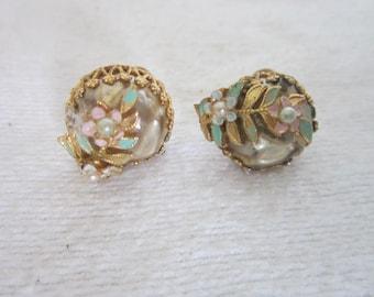 Gold Tone Filigree Faux Pearl & Enameled Flower Screw Back Earrings Retro