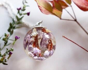Elegant Floral Necklace Globe