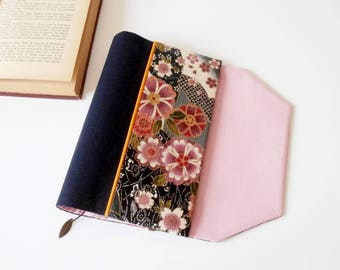 Protects-pocketbook adjustable fabric with bookmark (Japanese cherry/gris_rose_indigo patterned fabric)