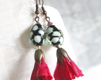 Chic and Bohemian earrings Burgundy flowers