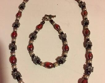Beautiful Set of Vintage Necklace & Bracelet