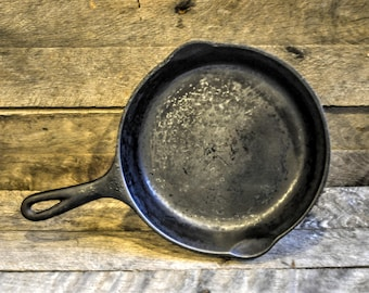Vintage Wagner Ware cast iron frying pan
