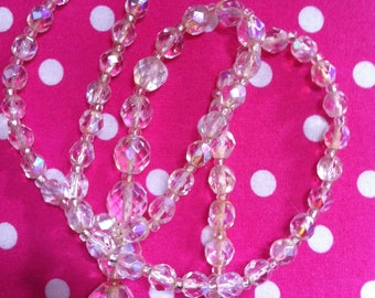 Reduced ! vintage 50's crystal necklace, very dainty and pretty, lovely sparkly crystals, the clasp has become loose - otherwise very nice.
