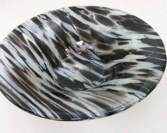 Black and white large glass bowl, fused glass bowl, fruit bowl, salad bowl, unusual gift, home decor, centrepiece, table art, glass art