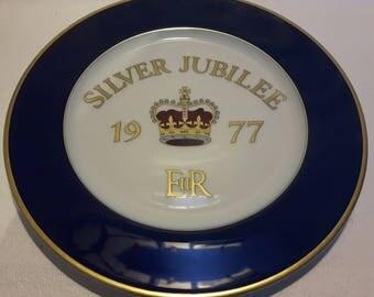 """Queen Elizabeth II Silver Jubilee Plate by Regency Classic Rose Collection 10.5"""""""