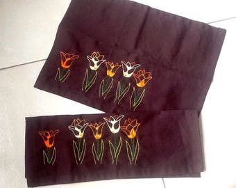 2 place mats Brown embroidered tulips Orange