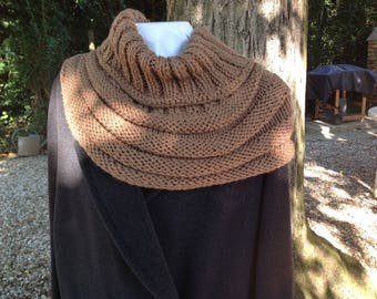 SNOOD, neck - crocheted in a repeating pattern to cover the shoulders, suede color