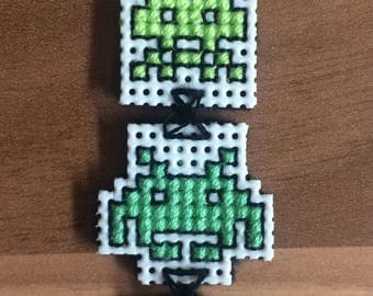 Cross stitch Space Invaders. Keyring / Necklace / Brooch / Magnet