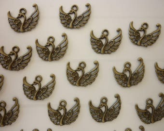 Lot 5 form bronze Swan charms