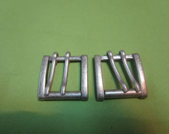double prong buckle in brushed silver metal
