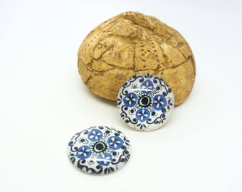 2 glass cabochons 18mm oriental pattern blue, white, black (SFCV08)