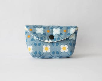 Clutch or small purse coton spirit seventies color blue