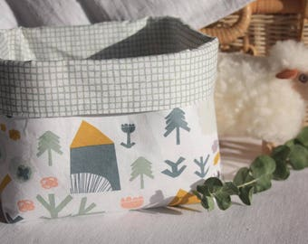 Reversible basket houses and checkered fabric