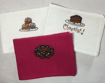 HONEYCOMB CAKE EMBROIDERED TOWELS