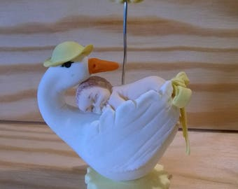 Birth gift: Stork carrying baby to announce the customizable welcome.