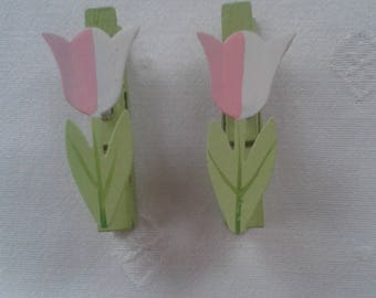 set of 3 green clothespin with painted metal Tulip flower pattern, mounted on spring