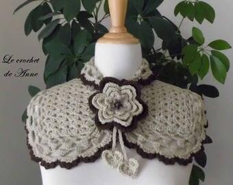 Neck light brown / dark brown, adorned with a flower brooch!