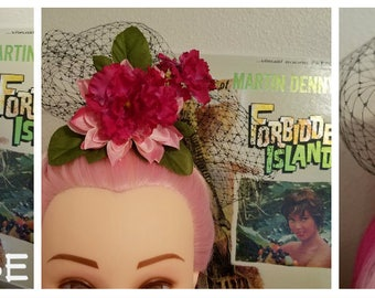 The Phoebe - Tiki Hair Comb with veil accent