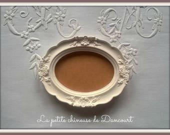 Oval plaster frame