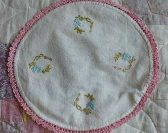 Vintage White Placemat Doily with Embroidered Flowers and Pink Crochet Edge