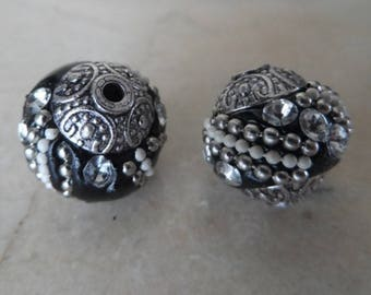 set of 2 beads Indonesia handmade 15 mm