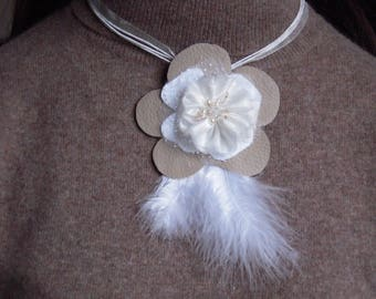 Choker necklace with feathers, beads and fabrics