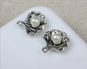Set of 5 charms with Pearl shell