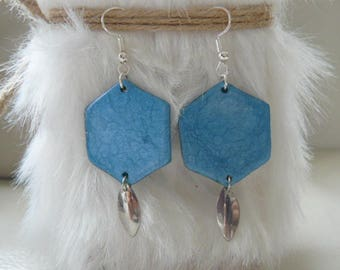 Earrings with textured and hammered effects blue