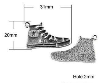 Pendants tennis shoes