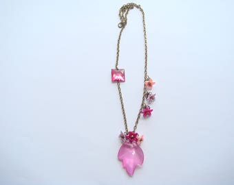 leaf pendant necklace fuchsia acrylic