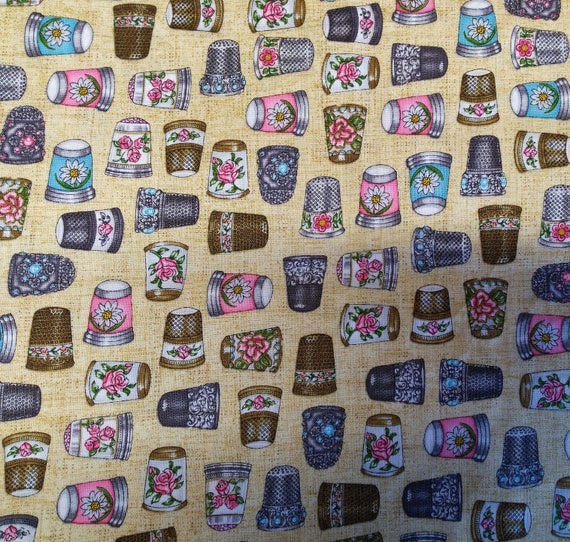 Fabric pattern thimble in cotton - coupon 50 x 55 cm