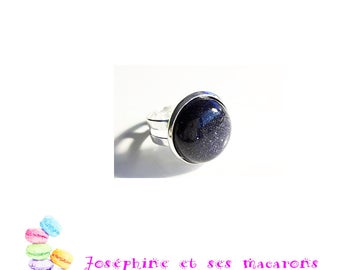 Silver ring and its blue Sunstone cabochon