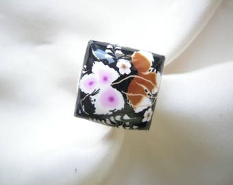 Flowers on black square ring