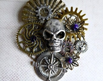 Large brooch - Skull and Compass