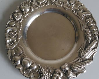Vintage silver tray in 833 grade, with a great patine. Manufactured in Portugal in the 1950's