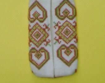 Hand embroidered handkerchiefs case