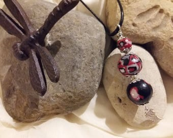 trio salsa feather necklace black red and white