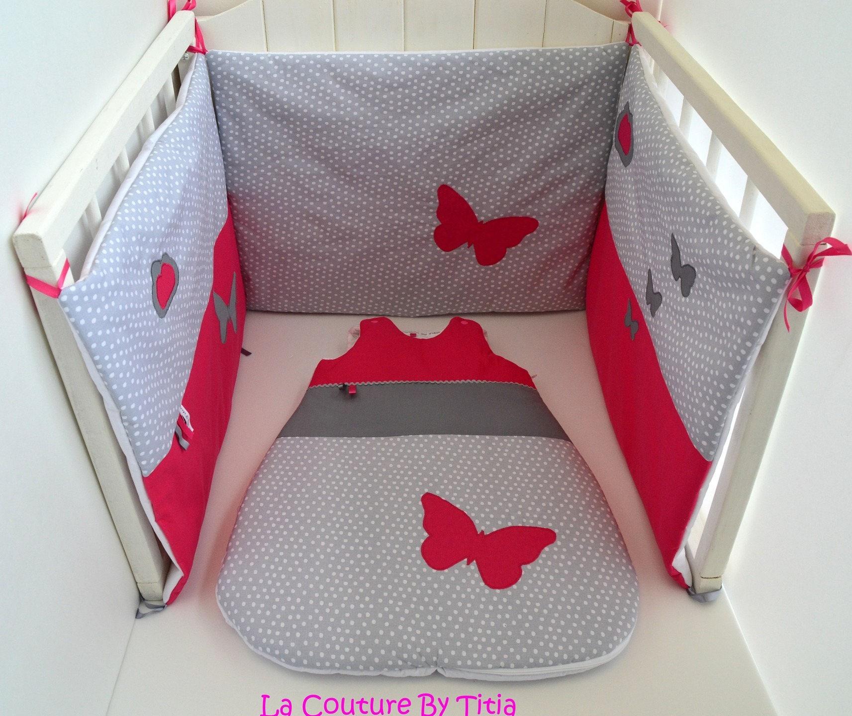 tour de lit et gigoteuse fait main pois papillon gris et rose. Black Bedroom Furniture Sets. Home Design Ideas