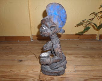 Old Cup carrier statue Yoruba - Nigeria