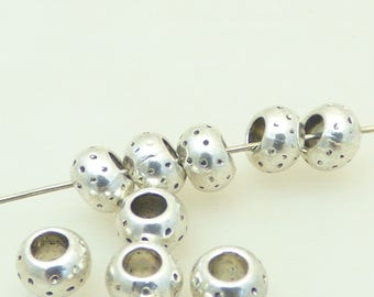 Set of 10 beads in silver metal engraved pattern