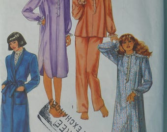 Women's Pattern for Nightgown, Pajamas and Robe, Vintage Simplicity 6625, Size Small - CoPA Pattern circa 1980