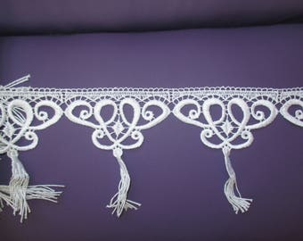 Pompom lace trim white 12cm high