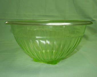 "8 1/2"" Green Vaseline Ribbed Rolled Edge Mixing Bowl"