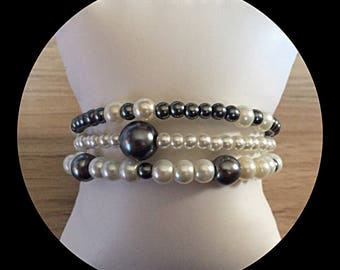 Bracelet triple strand glass bead memory.