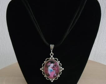 Pink oval cabochon necklace